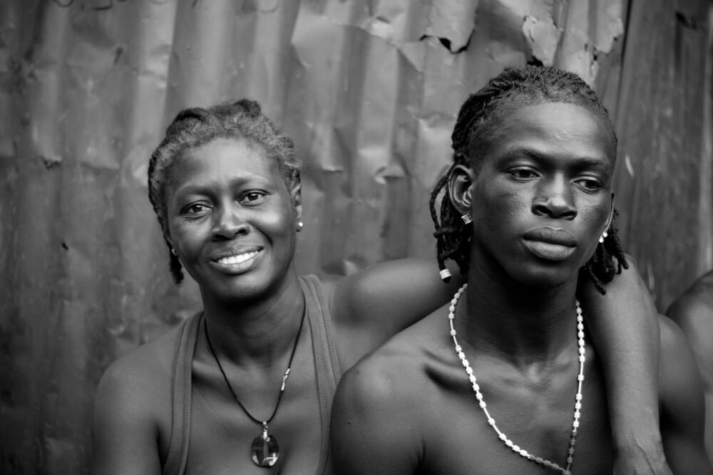 Mother and son - fotokunst von Tom Sabbadini