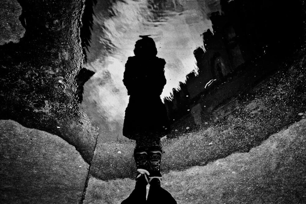 Pfütze - fotokunst von Alicja Brodowicz