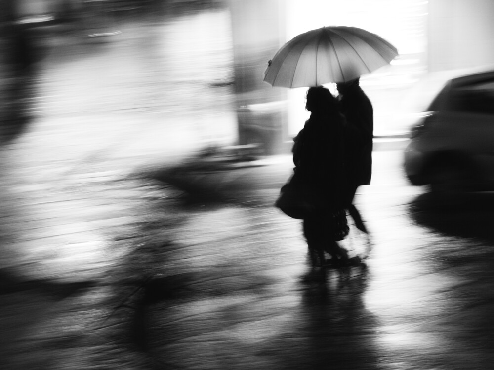 In the rain ... in the night - fotokunst von Massimiliano Sarno