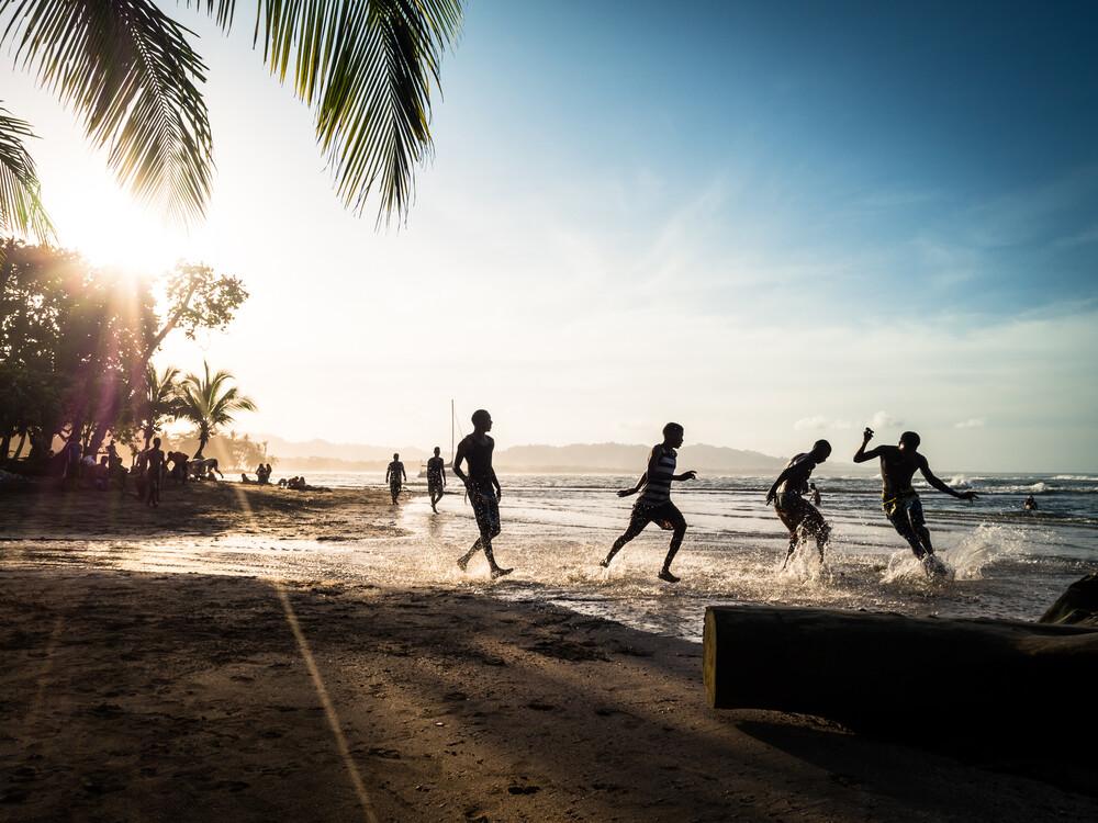 Beach Soccer 1 - fotokunst von Johann Oswald