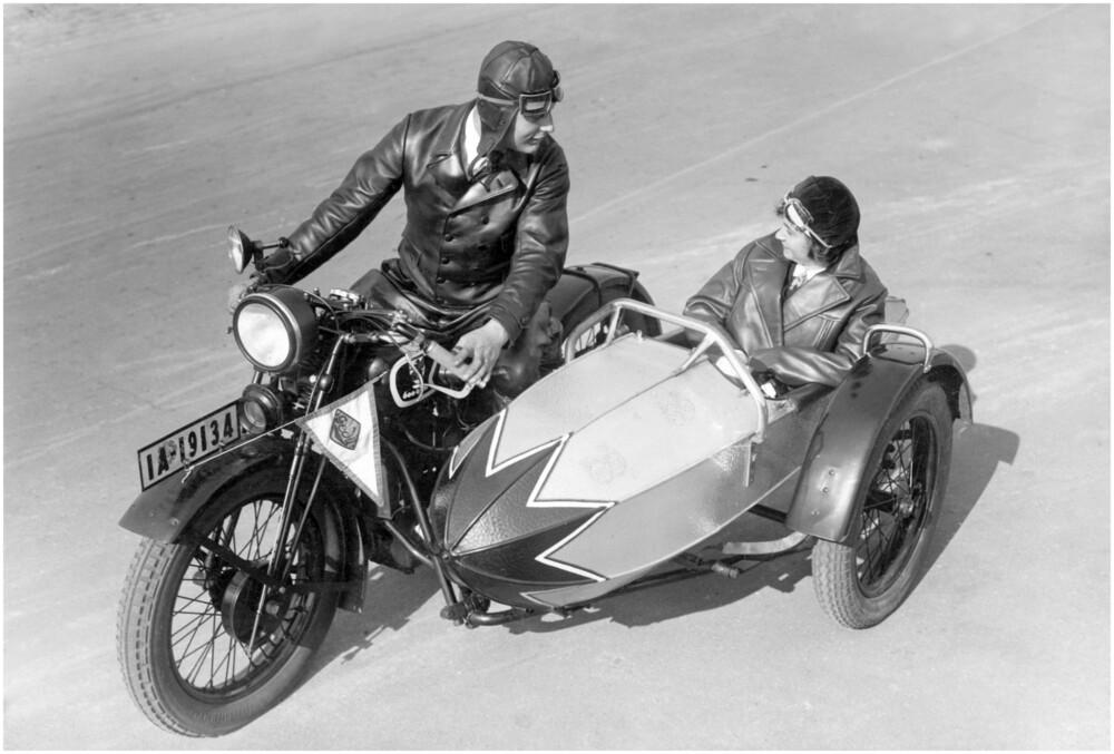 Motorrad mit Beiwagen - fotokunst von Süddeutsche Zeitung Photo