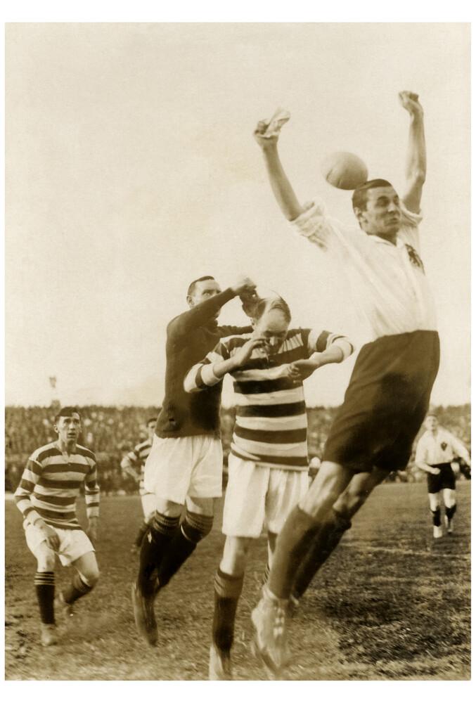 Fußballspiel Deutschland gegen Schottland 1922 - Fineart photography by Süddeutsche Zeitung Photo