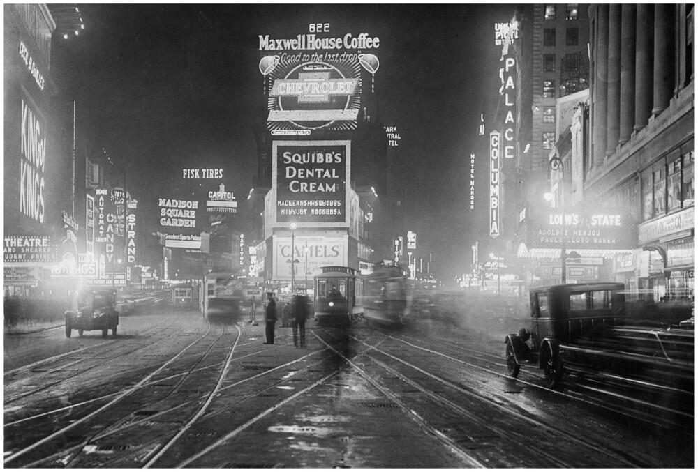 Times Square bei Nacht - Fineart photography by Süddeutsche Zeitung Photo