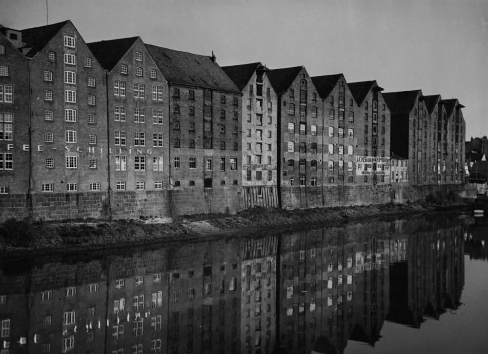 Speicherhäuser am 'Teerhof' in Bremen - fotokunst von Süddeutsche Zeitung Photo