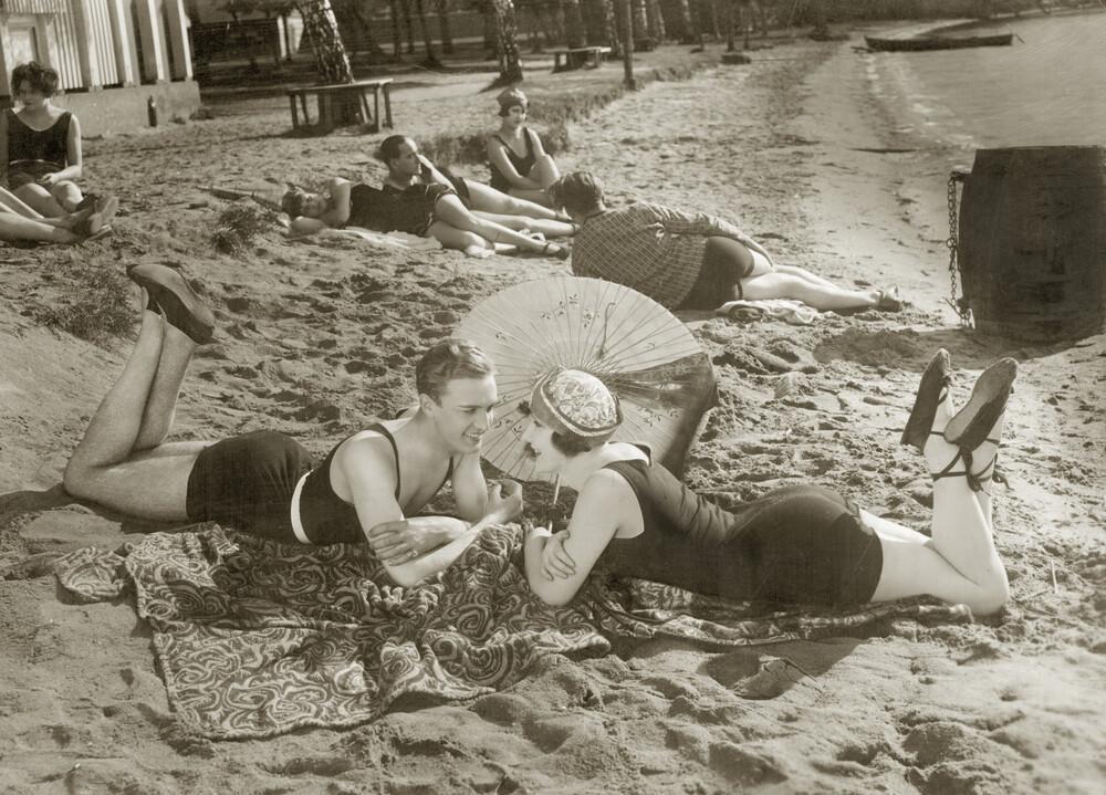 Strandszene 1927 - fotokunst von Süddeutsche Zeitung Photo