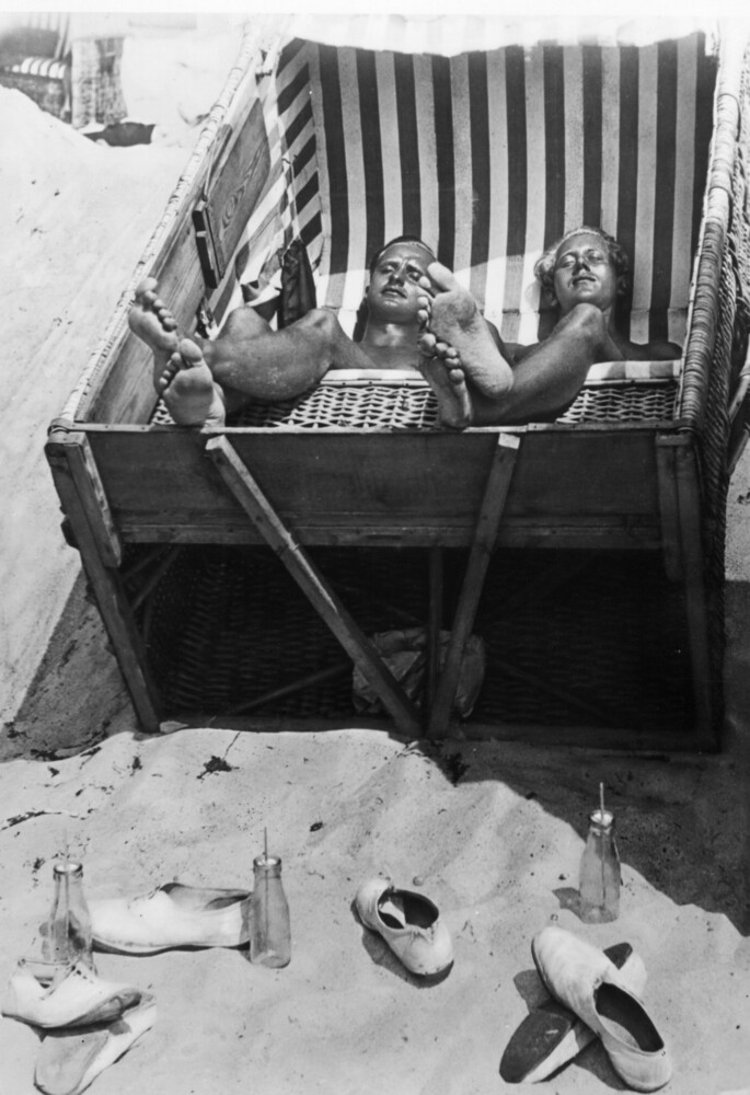 Sonnenbad im Strandkorb - fotokunst von Süddeutsche Zeitung Photo