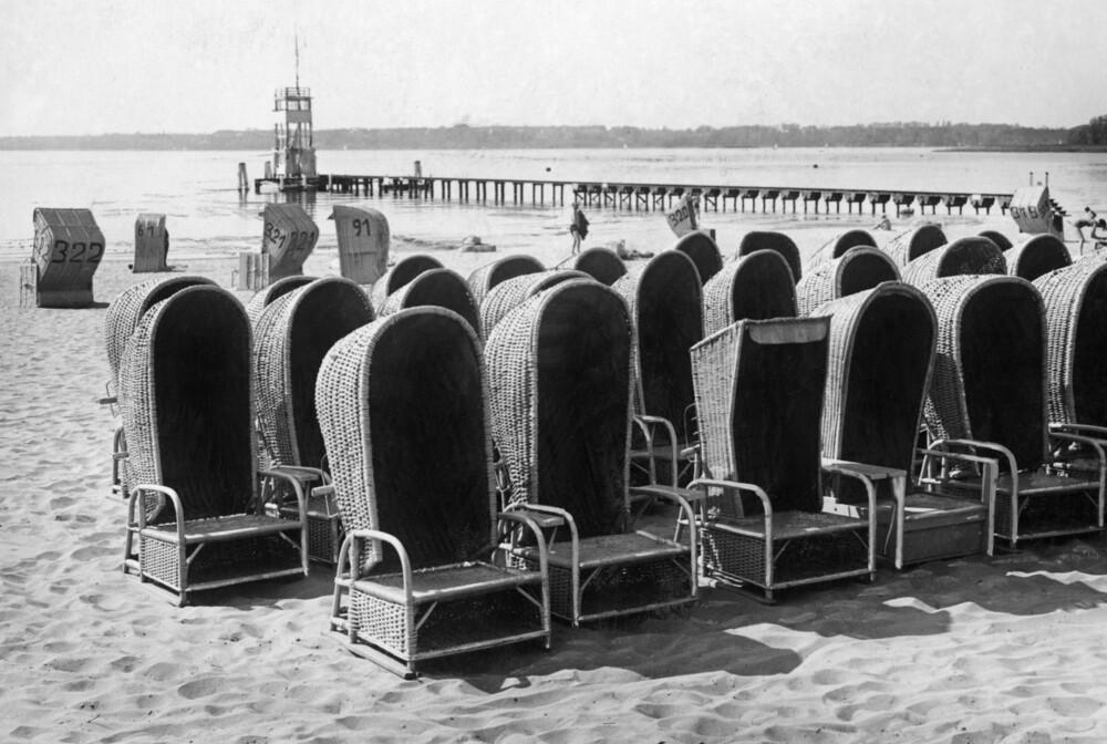 Strandkörbe in Wannsee - fotokunst von Süddeutsche Zeitung Photo
