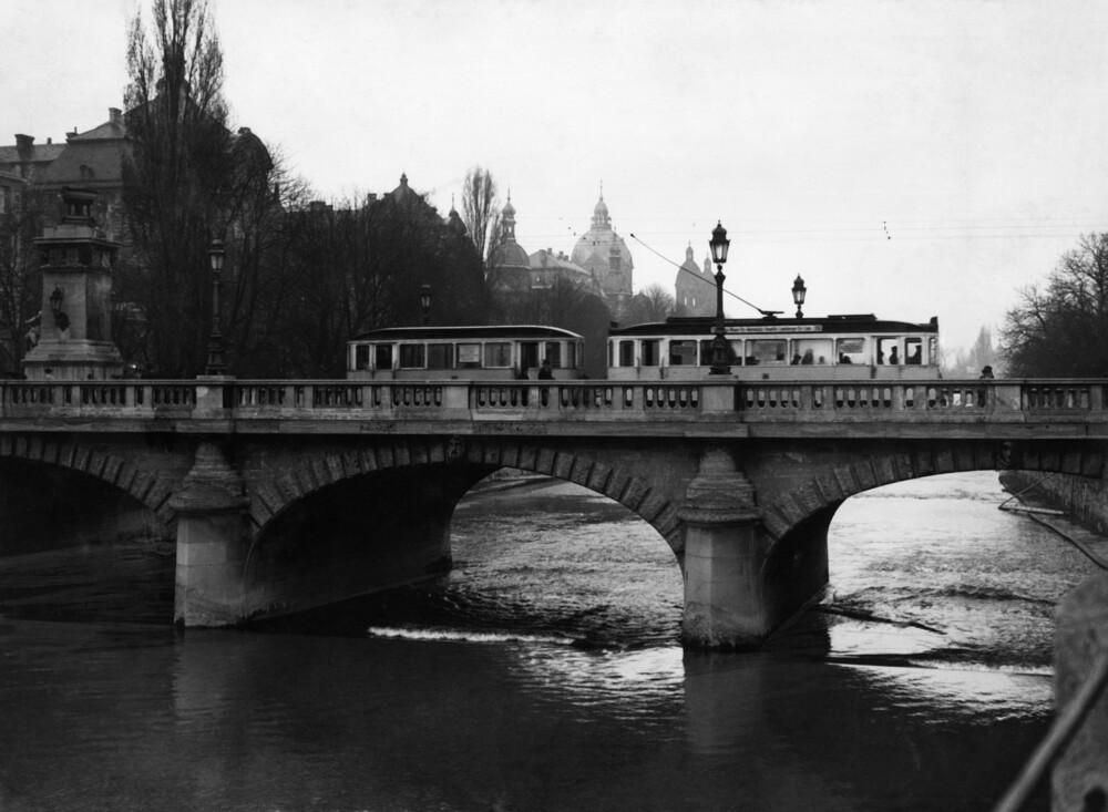 Ludwigsbrücke in München vor 1945 - fotokunst von Süddeutsche Zeitung Photo