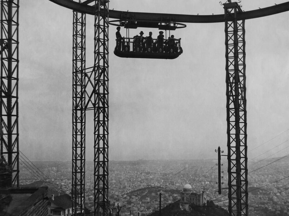 Schwebebahn über Barcelona - fotokunst von Süddeutsche Zeitung Photo
