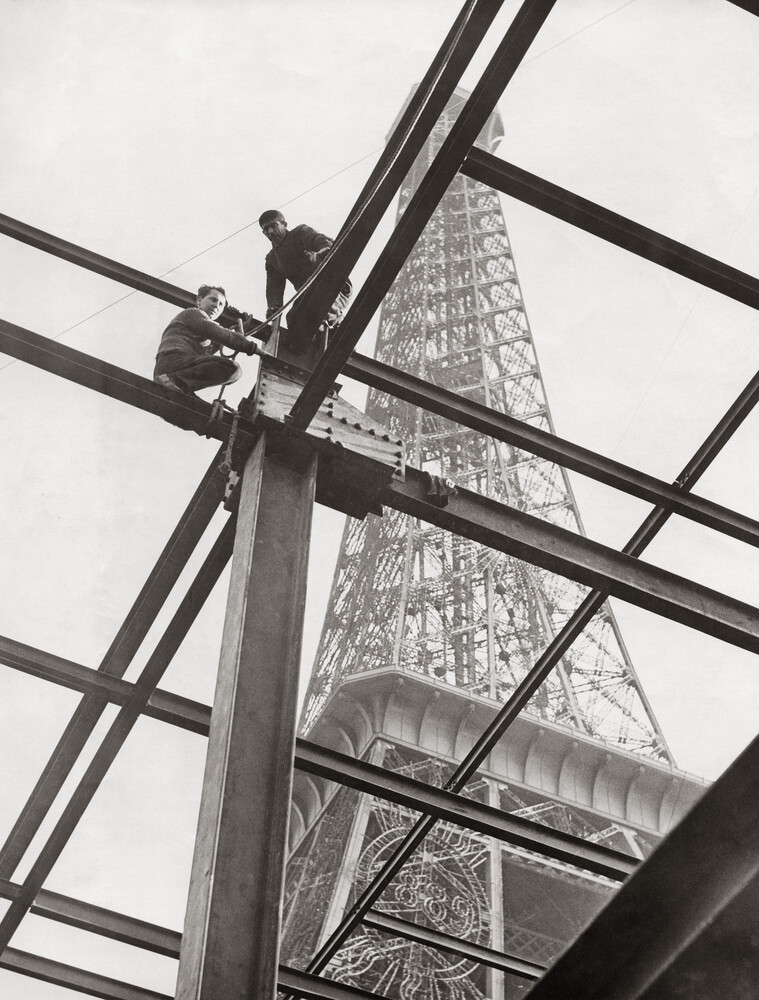 Construction works in front of the Eiffel Tower - Fineart photography by Süddeutsche Zeitung Photo
