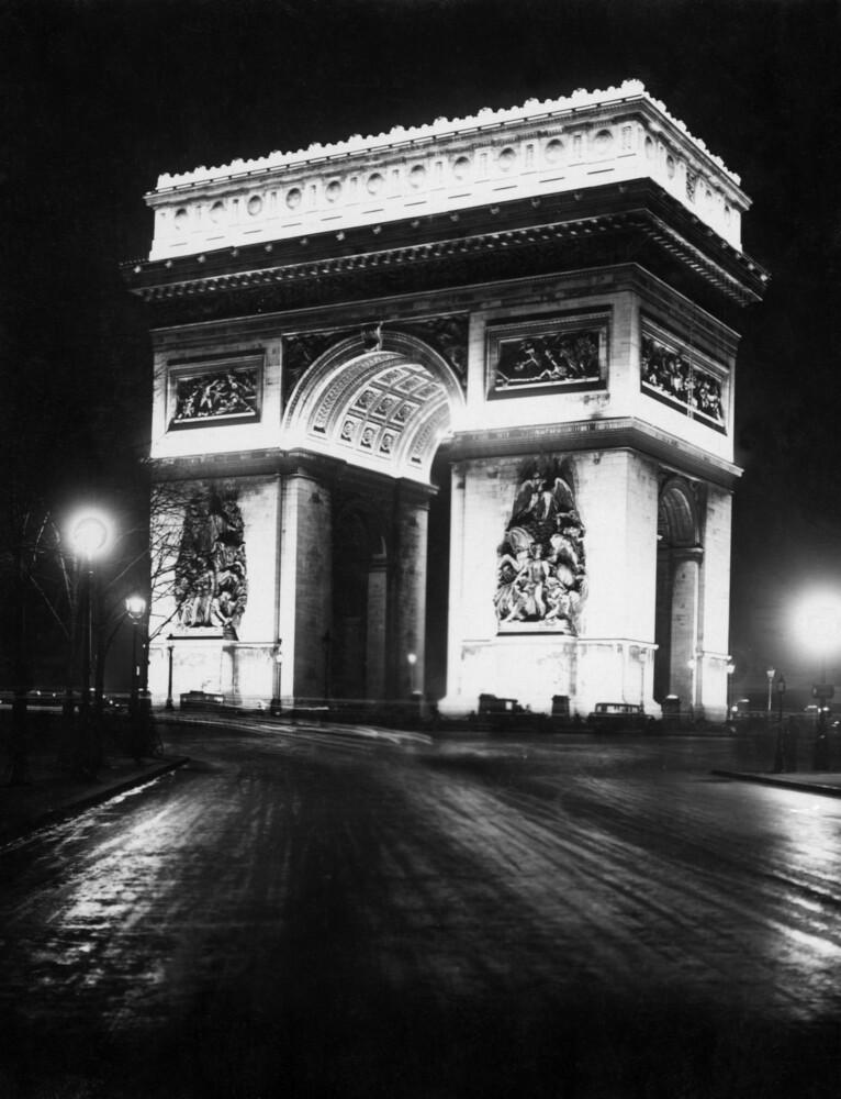 Arc de Triomphe de l'Étoile bei Nacht - fotokunst von Süddeutsche Zeitung Photo