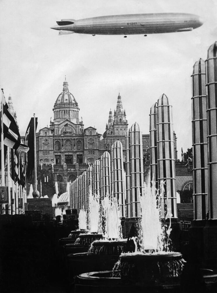 Zeppelin über Barcelona - fotokunst von Süddeutsche Zeitung Photo