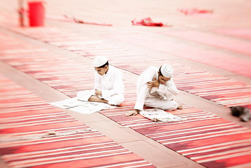 Moslems in Delhi - fotokunst von Victoria Knobloch