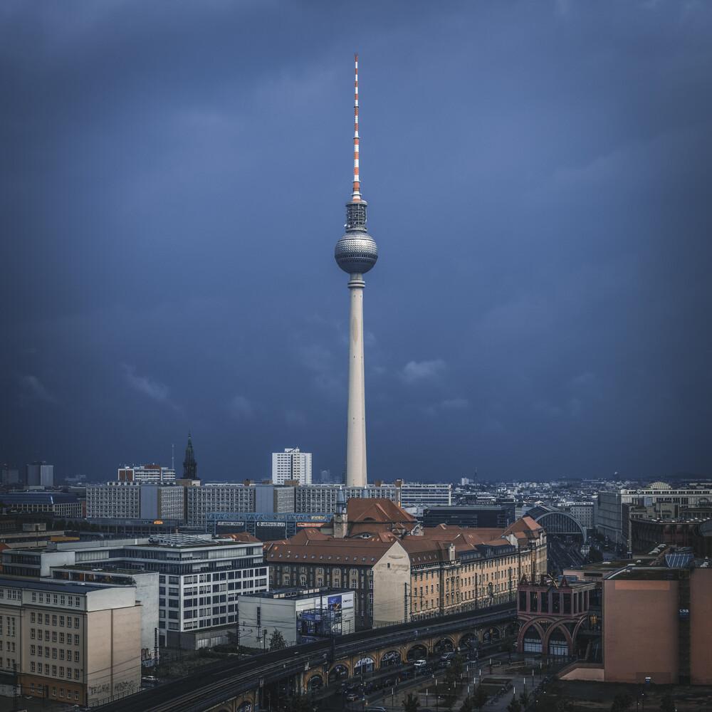 Berlin - Telespargel - fotokunst von Jean Claude Castor