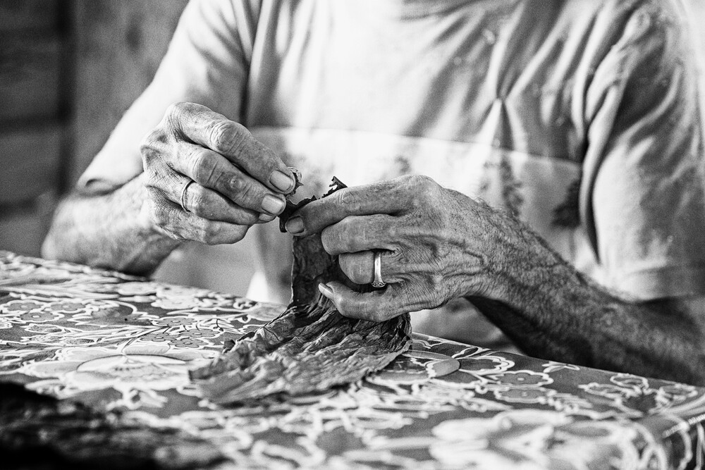 cigar making (1) - fotokunst von Eva Stadler