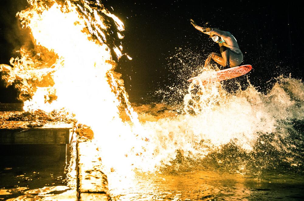Eisbach on fire - fotokunst von Lars Jacobsen