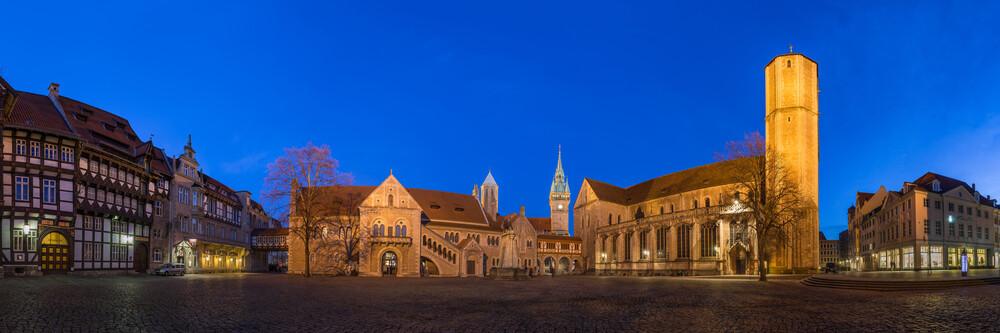 Braunschweiger Burgplatz am Abend - fotokunst von Patrice Von Collani