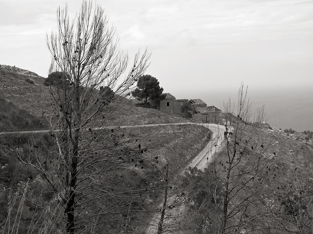 Monte Cofano - Verlassener Landstrich - Sizilien - fotokunst von Silva Wischeropp