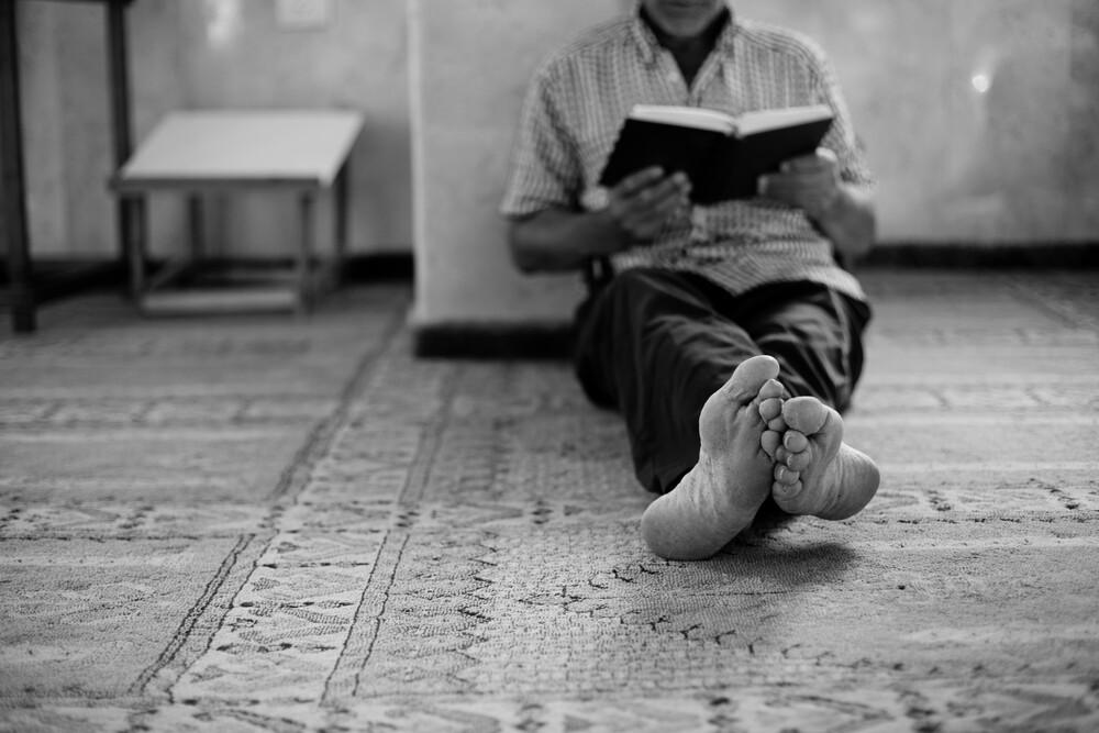 praying in silence - fotokunst von Victor Bezrukov