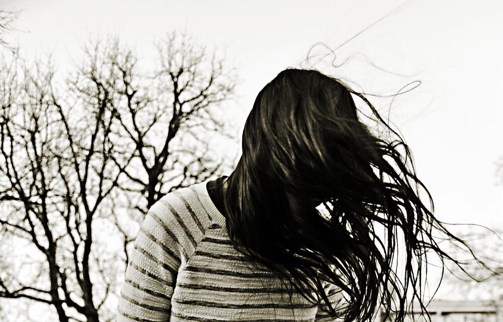 Mädchen mit Haaren - fotokunst von Joachim Wagner