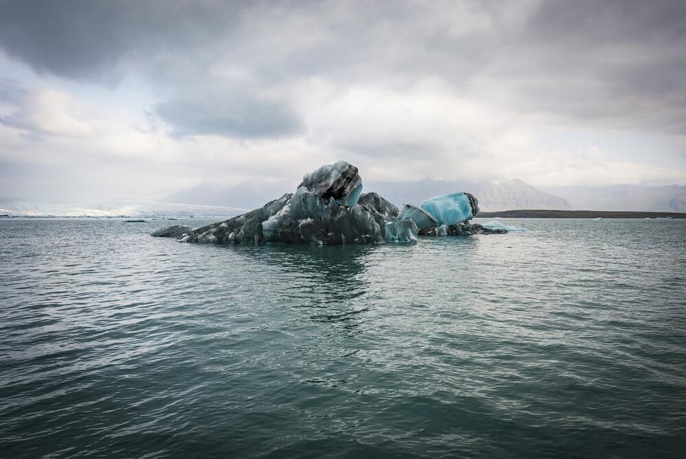 Glacial lake at Jökulsárlón, Iceland - fotokunst von Norbert Gräf