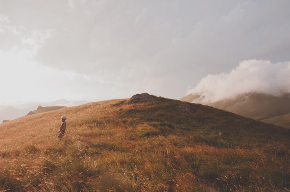 A day and night in the Caucasus - fotokunst von Dia Takacsova