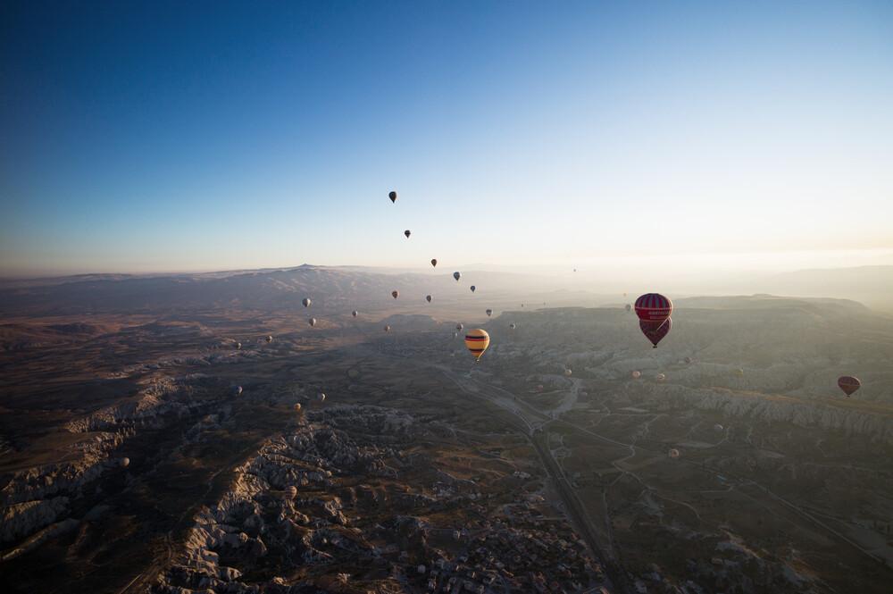 Balloonning at Sunrise over Cappadocia, Turkey - fotokunst von Carla Drago