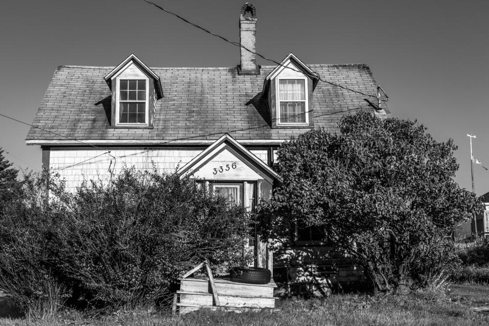 Abandoned House in Nova Scotia - fotokunst von Jörg Faißt