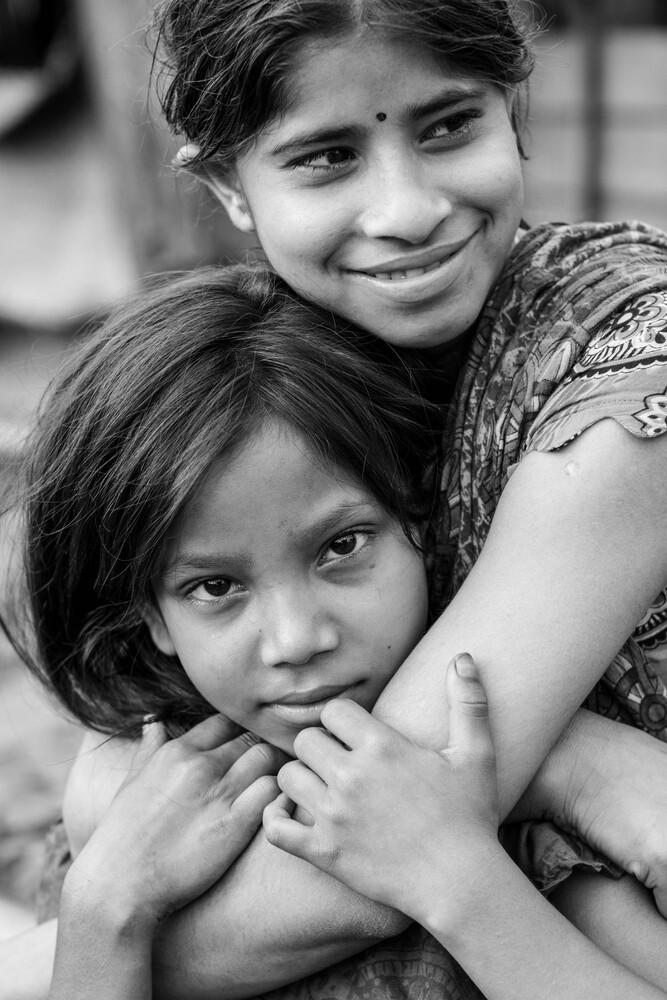 Friends in Dhaka - Fineart photography by Jan Møller Hansen