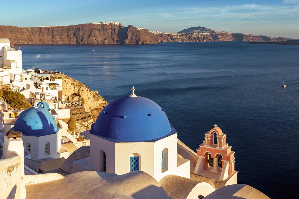 Santorini - Oia Classic III - fotokunst von Jean Claude Castor