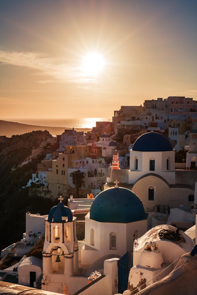Santorini - Oia Classic I - fotokunst von Jean Claude Castor