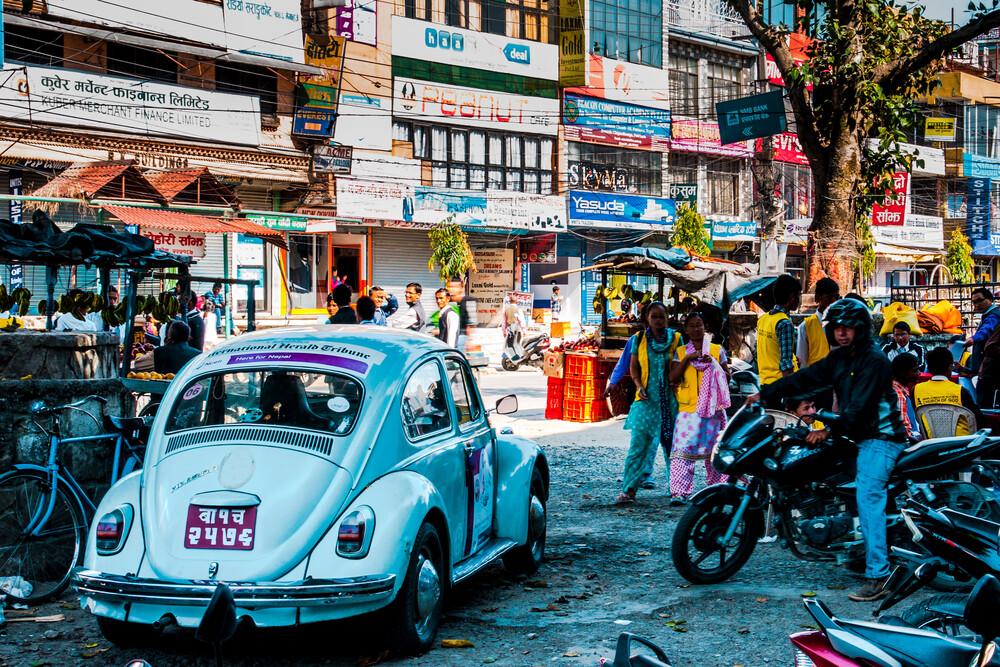 Pokhara Street Life - fotokunst von Manuel Ferlitsch