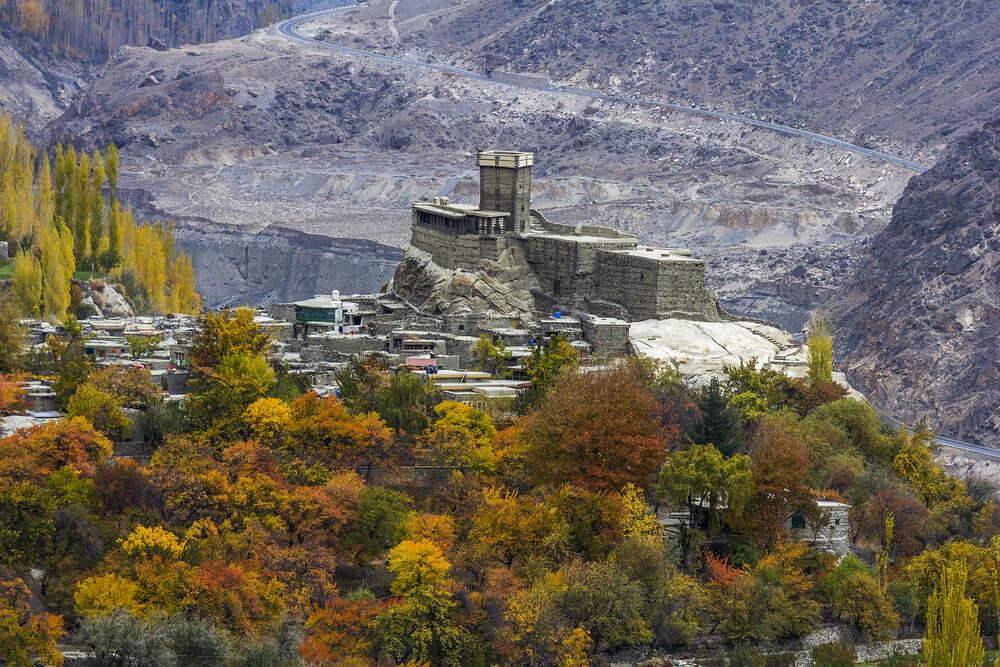 Altit Fort View in Autumn Season - fotokunst von Sher Ali