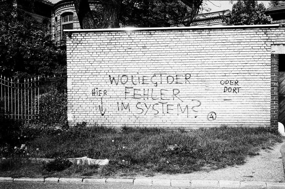 Wo liegt der Fehler im System? - fotokunst von Janek Markstahler