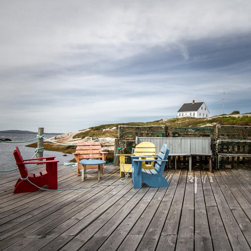 Kanadische Stühle - fotokunst von Marie Joelle Nimmesgern