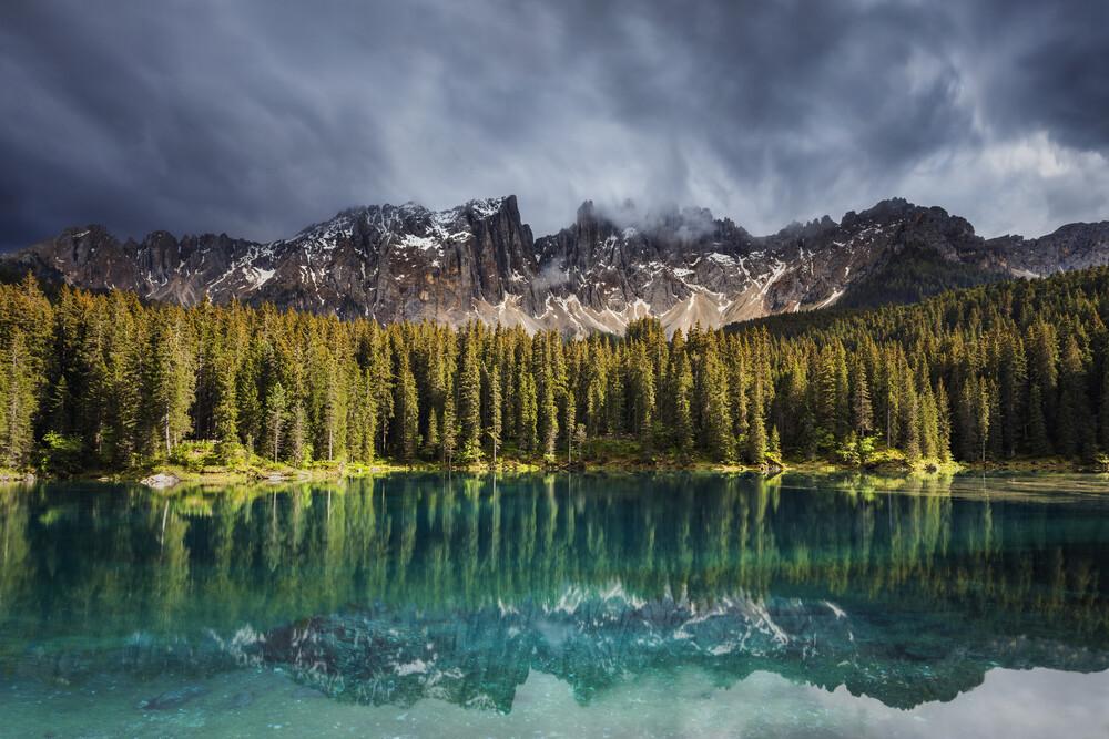 Lago di Carezzo - fotokunst von Philip Gunkel