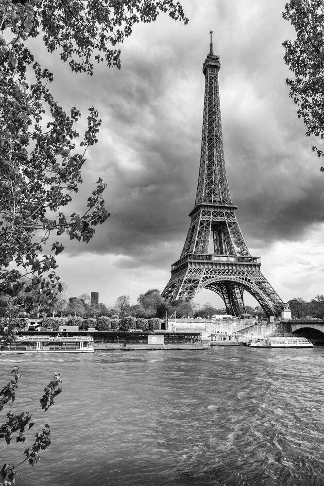 Eiffelturm II - fotokunst von Mario Ebenhöh