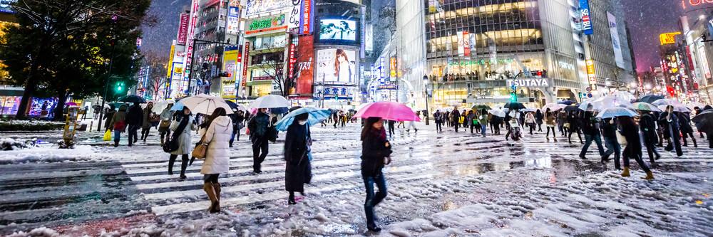 Shibuya Crossing im Winter #10 - fotokunst von Jörg Faißt