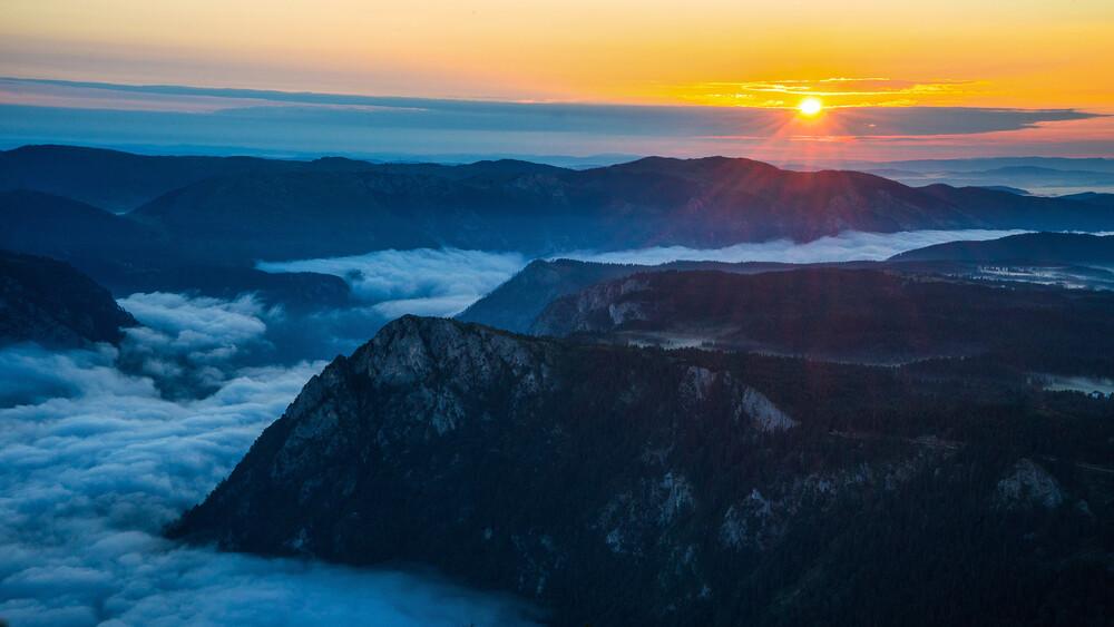 Sunrise Above the Canyon - fotokunst von Dejan Dajkovic