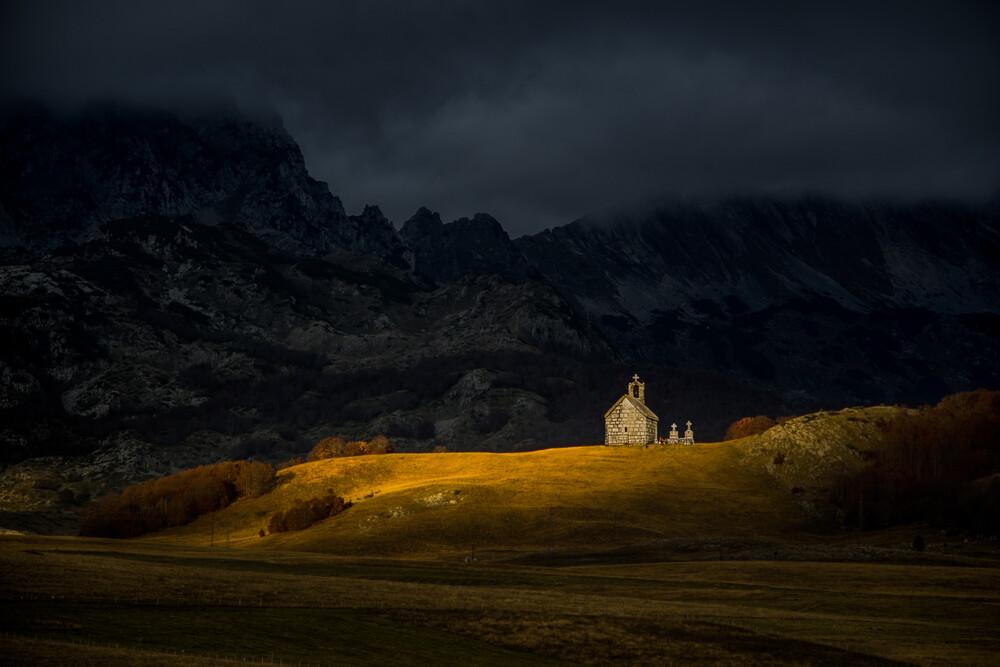 Bergkirche - fotokunst von Dejan Dajkovic