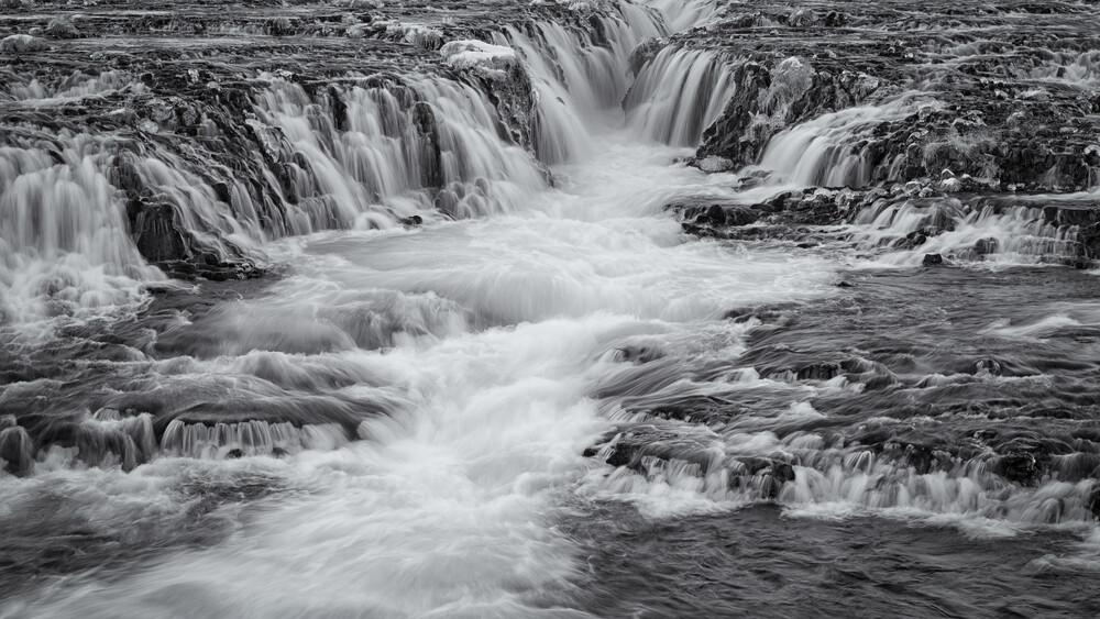 Langzeitbelichtung Wasserfall Bruararfoss Island - fotokunst von Dennis Wehrmann
