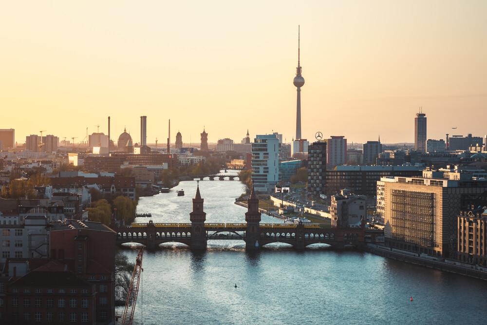 Berlin - Skyline Oberbaumbrücke - fotokunst von Jean Claude Castor