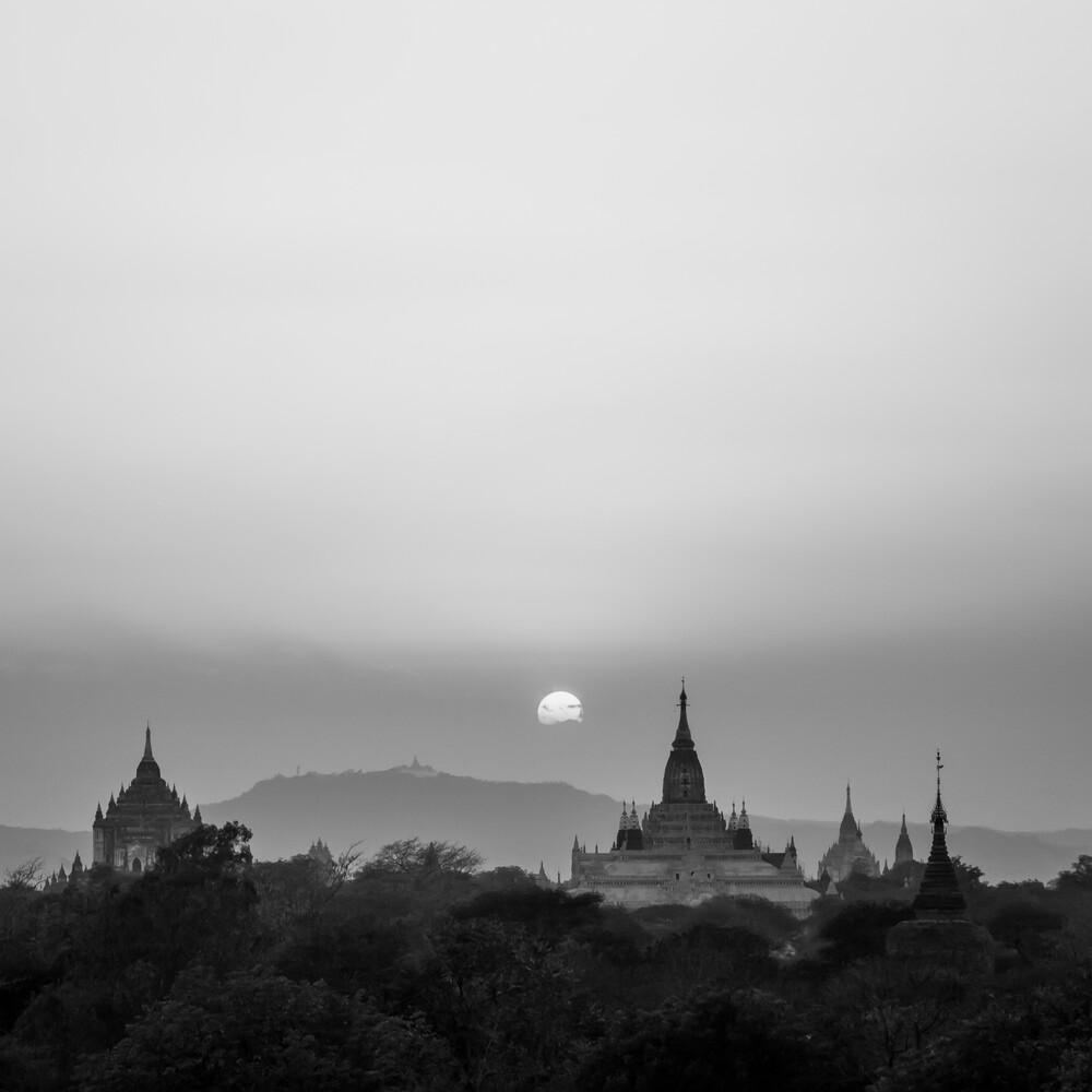 Sonnenuntergang in Bagan - Fineart photography by Sebastian Rost