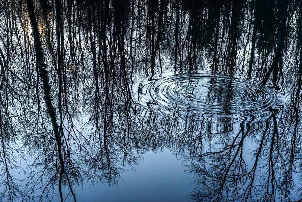 sinking stone - fotokunst von Björn Groß