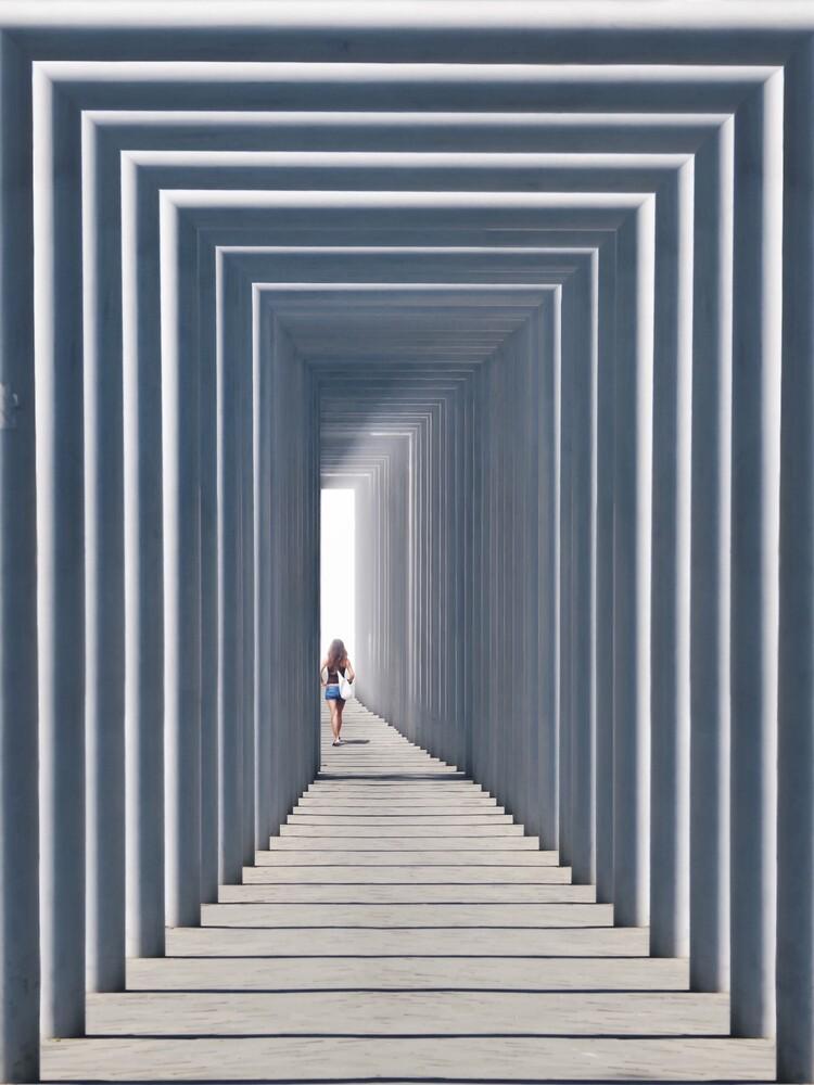 Tunnel of light Pt. 2 - fotokunst von Roc Isern