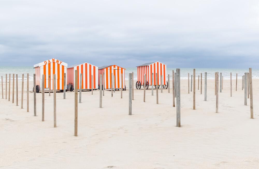 Strandhäuser in Belgien I - fotokunst von Ariane Coerper