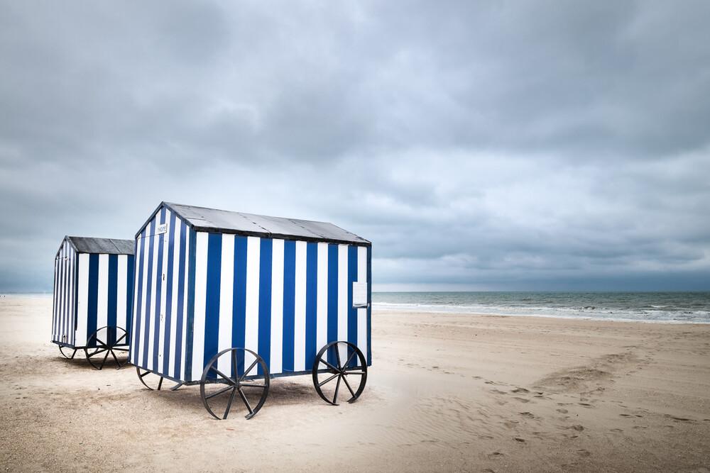 Strandhäuser in Belgien II - fotokunst von Ariane Coerper