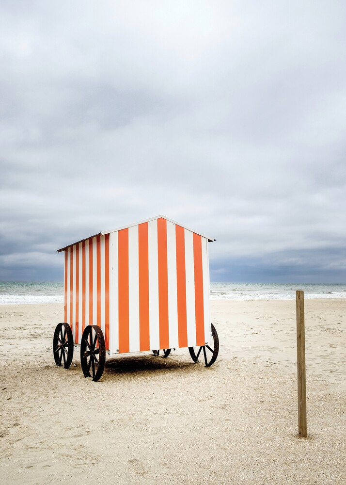 Strandhäuser in Belgien V - fotokunst von Ariane Coerper