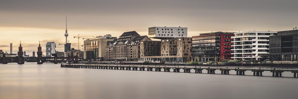 Berliner Osthafen im Abendlicht - fotokunst von Ronny Behnert