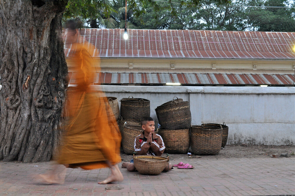 Alms Giving in Laos - Fineart photography by Thomas Heinrich